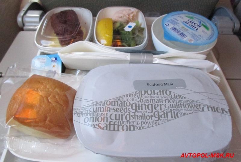морское меню в самолете эмирейтс